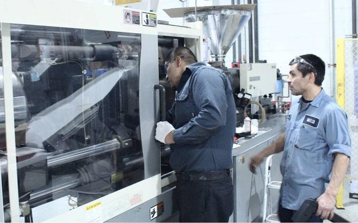 تعمیر دستگاه تزریق پلاستیک